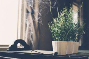 Quels encens pour purifier un lieu - Corps et Santé