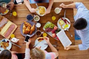 8 mauvaises habitudes qui font grossir - Corps et Santé