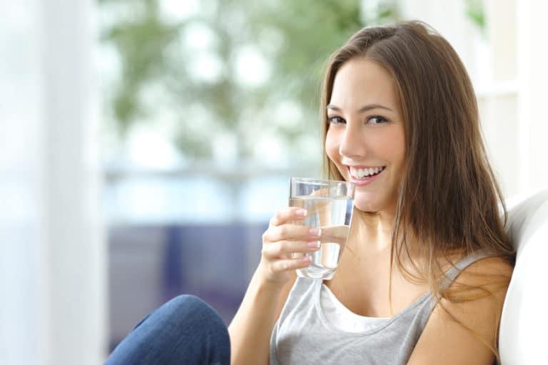 Minérale, gazeuse, du robinet : boire de l'eau oui, mais laquelle choisir ?